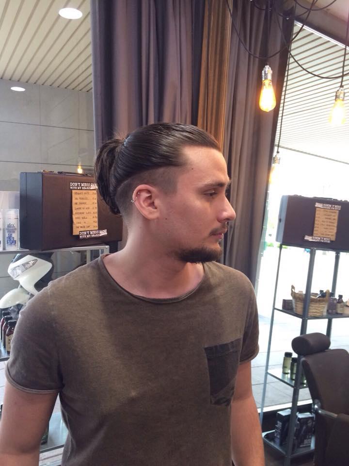 Corte de pelo con coleta hombre