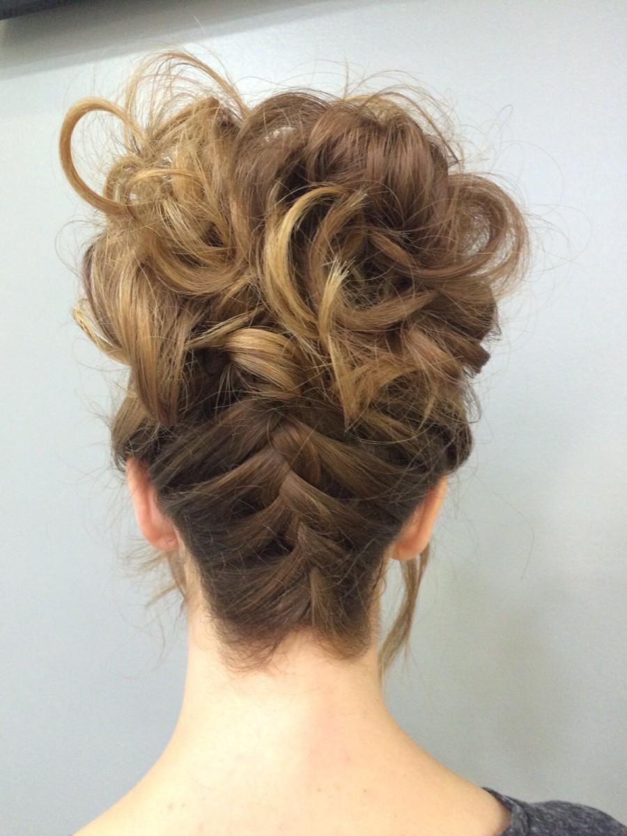 Peinados agarrados con trenzas altos - Recogidos altos para bodas ...